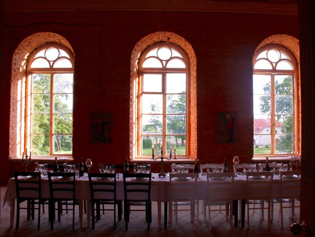 Dining hall, Ontika Manor