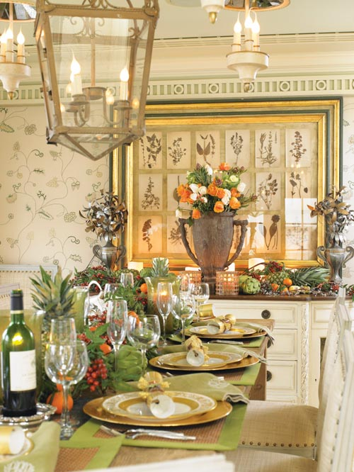 Cindy的餐廳被打造成鄉間花園的感覺,用新鮮的水果蔬菜描繪出一幅令人胃口大開的節日裝飾圖案。金色的餐具閃閃發光,與植物版畫框上的金箔遙相呼應。牆壁上描繪的植物,此時正生機勃勃地出現在餐桌上。
