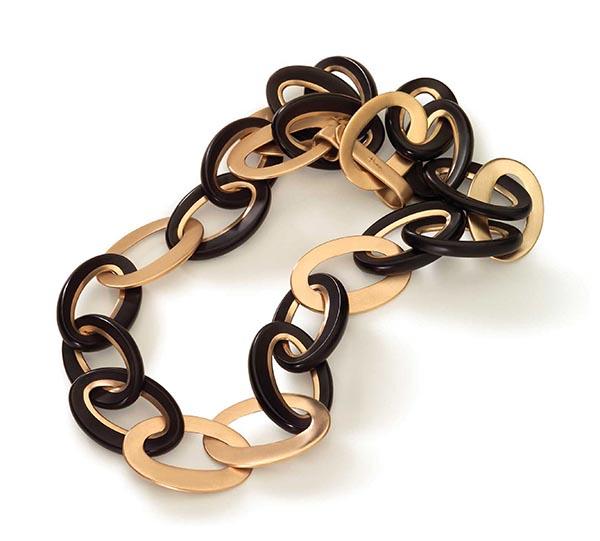 Victoria項鏈,由黃金和黑玉打造。