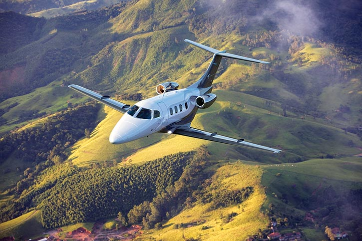 有經驗的加拿大遊客會組團租賃Aurora Jet Partners的飛機前往拉斯維加斯,大可避免旅途辛勞和繁瑣的機場手續