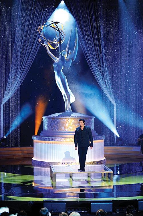 魔術師大衛.科波菲爾在第22屆艾美獎頒獎典禮上接受頒獎。他將於今年11月14日,在米高梅大酒店上演他最新的專場表演。