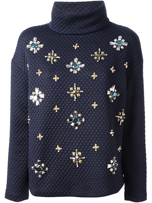 湯麗柏琦外套 US$450 精緻的手工,優雅的高領,讓皇室貴族之氣,在平易近人中揮灑著難掩的光彩。 toryburch.com