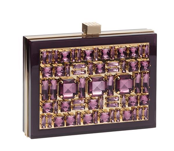 艾莉.薩博寶石手包 Price Upon Request 紫色寶石的神秘高貴,讓周遭的配飾黯然失色。配一件小禮服,就足以在雞尾酒會上留下難忘的倩影。 eliesaab.com