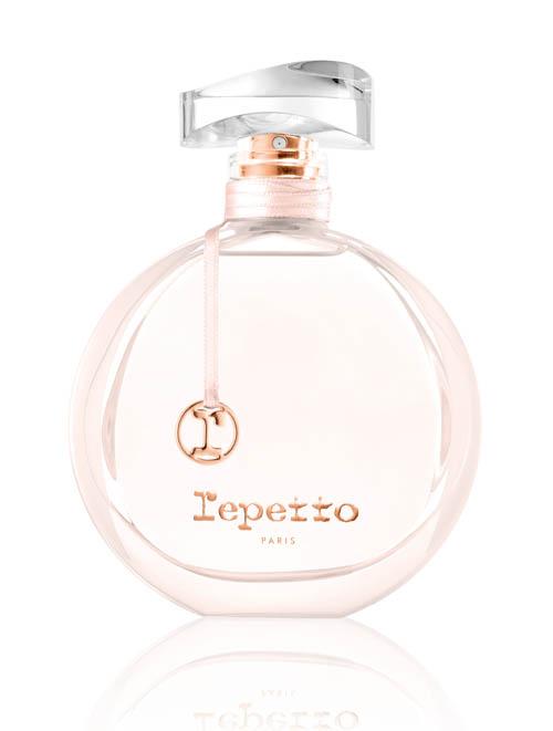 麗派朵香水 $79/80ml 以絢爛柔美的櫻花和火熱浪漫的玫瑰為調香靈感,來自超過六十年歷史的法國頂級時裝芭蕾鞋品牌麗派朵,飽含優雅又充滿藝術氣息的芬芳。 Exclusively at Sephora.com