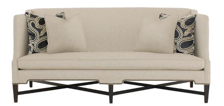 Bernhardt Cory Sofa, $2,395 高靠背的設計,更加舒適溫暖,鉚釘鑲邊和腿部的交叉帶來些許復古情懷的同時,又不乏整體節奏的變化。 At Paramount Furniture, 604 273 0155 paramountfurniture.ca
