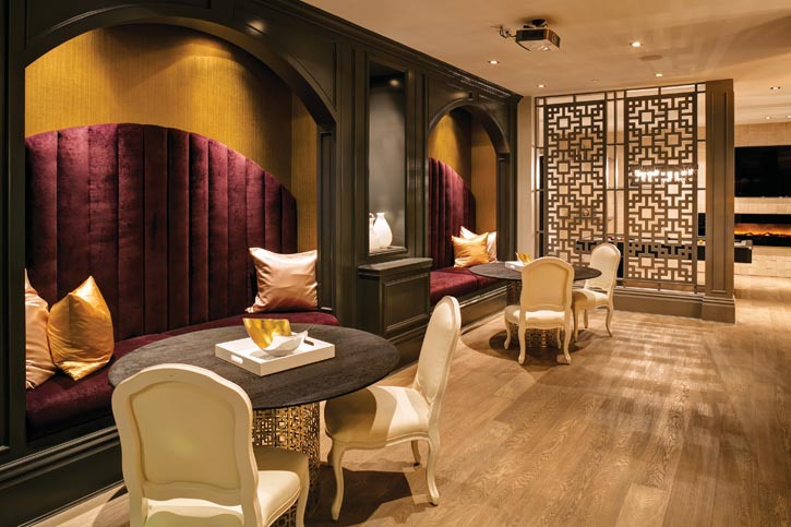 地下室被裝潢成一個完整的娛樂休閒空間,神秘的中世紀私人俱樂部和爵士酒吧同時出現在這裏。