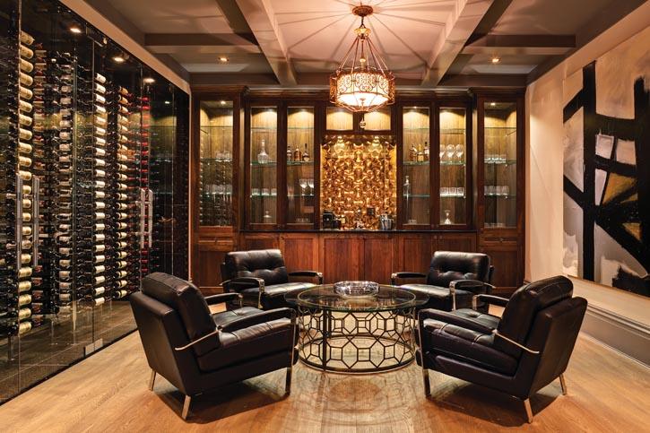 品酒室中放置有436瓶美酒的玻璃酒櫃,晚餐後在這裏享用一杯蘇格蘭純麥芽威士忌,是一種美妙的體驗。