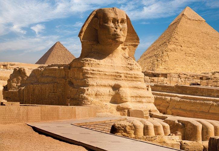 埃及最古老的獅身人面像和吉薩金字塔,位列世界古代七大奇蹟之一。© Shutterstock.com