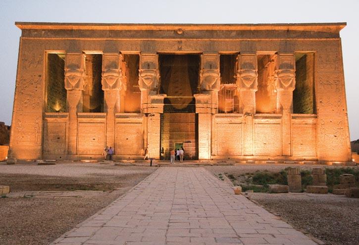 丹達臘.哈索爾神廟的入口,這裏曾是埃及艷后的沐浴之地。