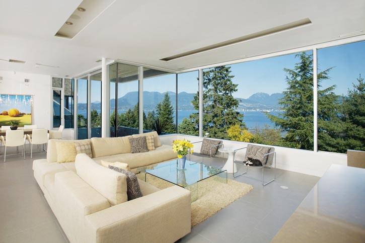 溫和的淡灰色地面瓷磚,潔白乾淨的天花板,讓窗外自然的美景成為空間裏的主角。
