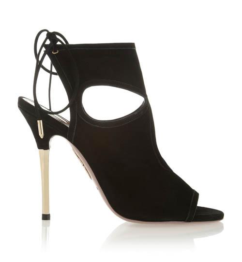 Aquazzura的「it」高跟鞋伴隨Francesca周遊世界,它時髦又非常舒適,適合各個季節。