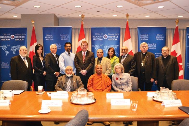 Anastasia出演反映中國大陸被迫害人士故事的影片後,加拿大外交事務和國際貿易部邀請她幫助起草加拿大新宗教自由辦公室的框架草案。圖為Anastasia在參加圓桌會議討論中。