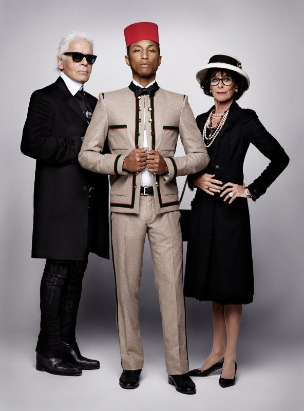 從左至右:時尚大帝卡尔·拉格斐(Karl Lagerfeld),流行歌手法瑞尔·威廉姆斯(Pharrell Williams),著名的喜劇演員同時也是卓别林的女兒杰拉爾丁·卓別林(Geraldine Chaplin)。