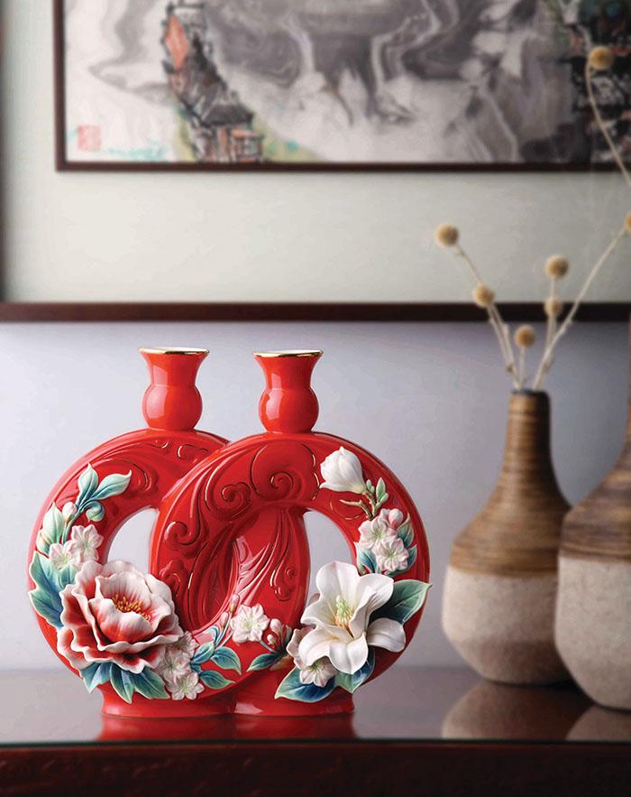 2014吉祥新品,「珠聯壁合」牡丹與海棠花瓷瓶 。