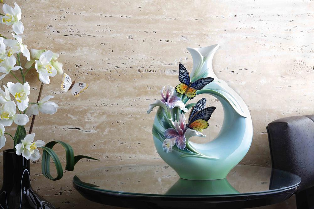 「相伴」之黃裳鳳蝶瓷瓶