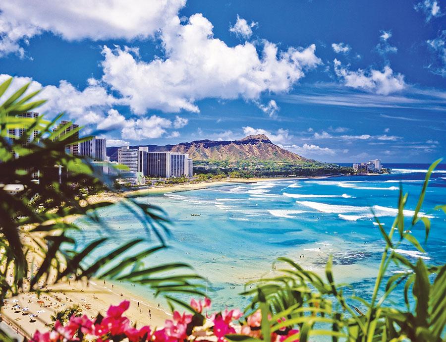 熱帶風情總讓人覺得放鬆,而夏威夷歐胡島的Waikiki海灘更是Gianni的最愛,夜生活的精彩帷幕,也正在落日的餘暉中拉開。
