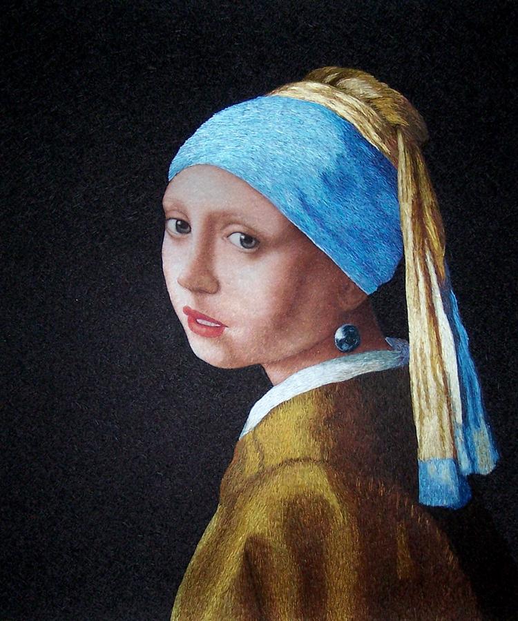 蘇繡:   戴珍珠耳環的少女 。大小:  50 x 60 cm or 20 x 24 inches,  蘇繡工作室提供。