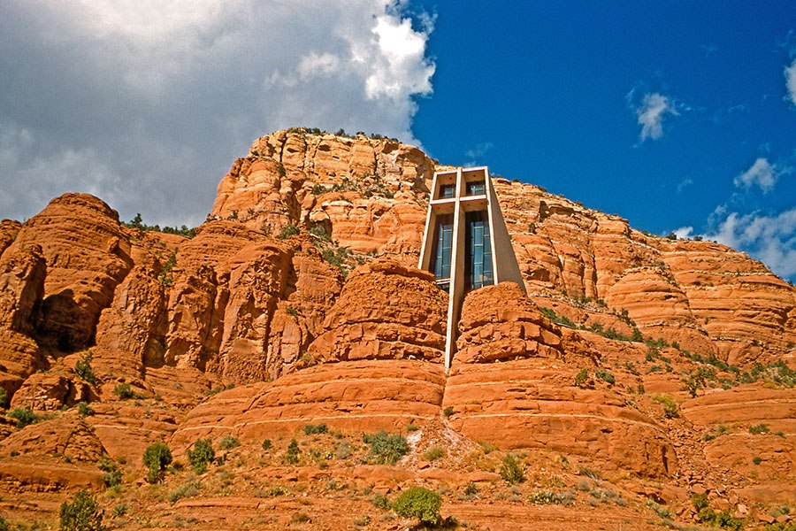 聖十字教堂 - 位於美國亞利桑那州塞多納,建於1956年