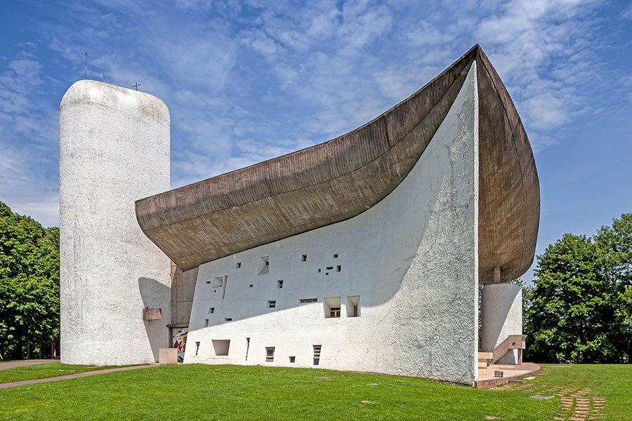 朗香教堂 - 位於法國東部索恩地區,建於1950年