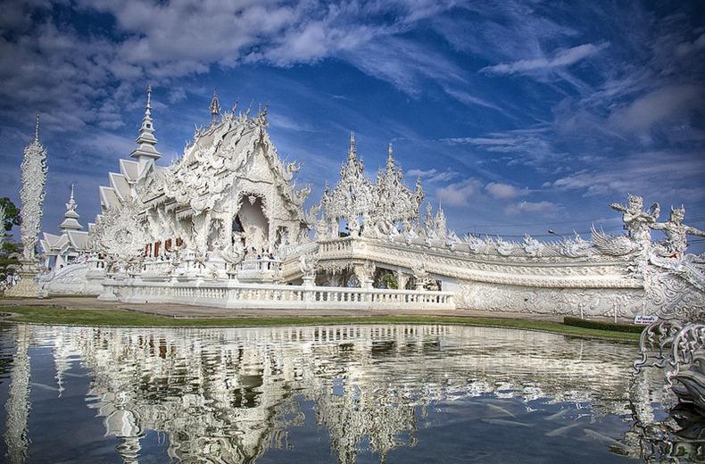 白龍寺 - 位於泰國清邁,建於1998年。