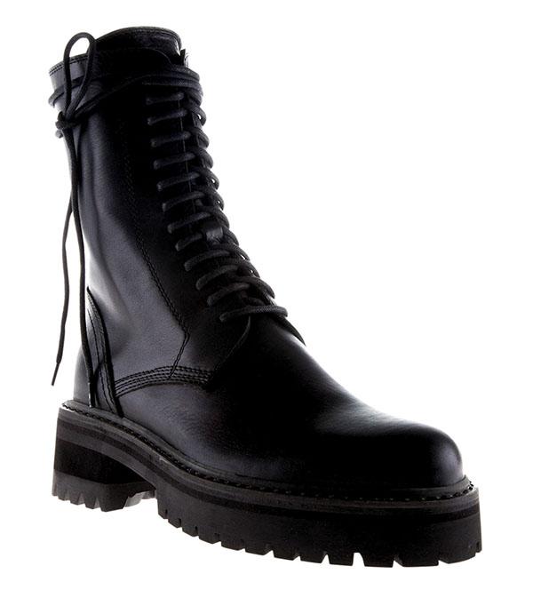 比利時設計師Ann Demeulemeester這個品牌的鞋子結實耐用,適合Martha積極好動的生活方式。