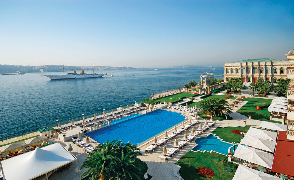 Ciragan Palace Kempinski是伊斯坦布爾最著名的豪華酒店之一,在這裏可以俯瞰Bosphorus海峽的美麗景色。