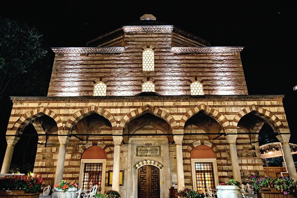 在經過一番精心翻修之後,AyaSofya浴室於2011年重新開放,它是伊斯坦布爾最奢華的公共浴室之一。
