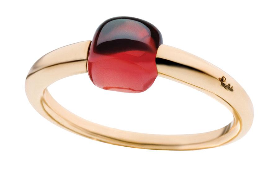 寶曼蘭朵石榴石金戒指$1,350 女人就像陳年的美酒,有著令人沉醉的香醇,正像這枚金色底座的酒紅石榴石戒指。石榴石是1月的誕生石,也是愛情、財富和幸運的象徵,這是新年或情人節的絕佳禮物。 At Pomellato Boutique,Pomellato.com