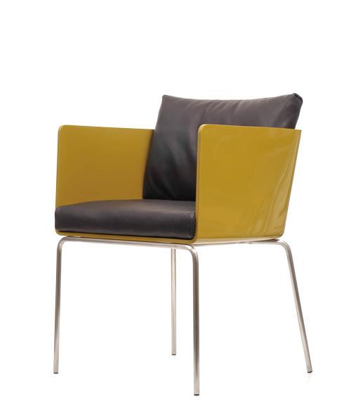 Living Divani Pod Chair, starting at $3,119 纖細的不鏽鋼椅腿輕巧堅固,承托起如盛開般的艷麗椅身,厚實的靠背、坐墊柔軟舒適,另有多種面料和顏色可供選擇。 At Livingspace, 604 683 1116  livingspace.com
