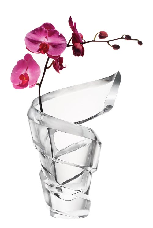 Baccarat Spirale Vases 充滿動感與力量的螺旋水晶花瓶,讓瓶中的花朵也鮮活起來。 At Atkinson's, 604 736 3378 atkinsonsofvancouver.com