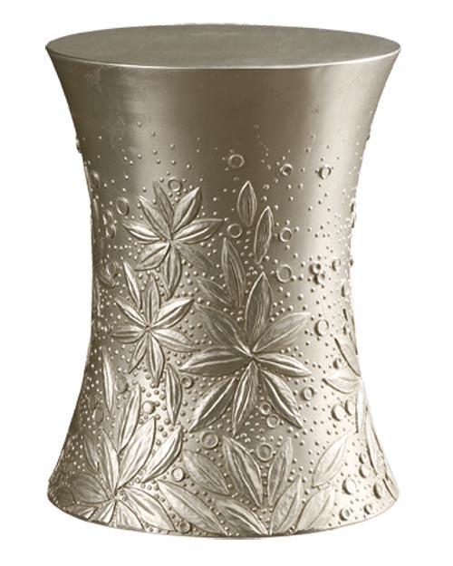 Baker Petal Drum Table 經典的沙漏造型簡潔優雅,精美的花朵浮雕彷如是對流逝時光的感嘆。 At Brougham Interiors, 604 736 8822 broughaminteriors.com