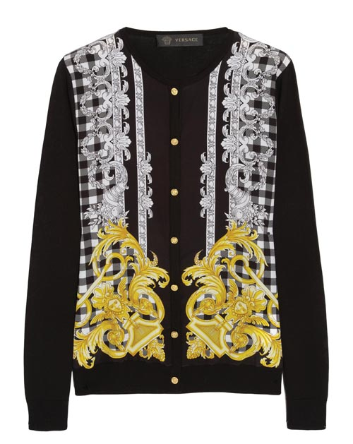 黑色開襟毛衣,黑白的棋盤格上有著富麗的圖案,來自Celine最喜歡的設計師之一 范思哲 的設計。