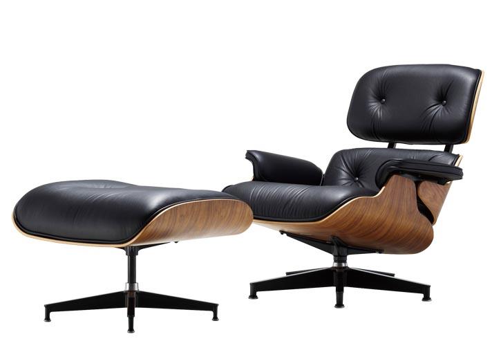 Celine會放鬆地半躺在她上世紀五十年代的經典 Eames躺椅和腳凳 上讀書。