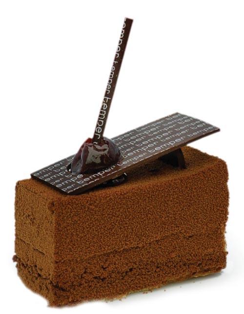 Celine絕不會錯過享用高級糕點房的美味甜點,西溫的Temper巧克力糕點店是她常光顧的地方。