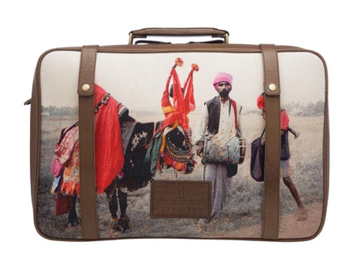 Napa Dori luggage 行李箱 (price upon request).