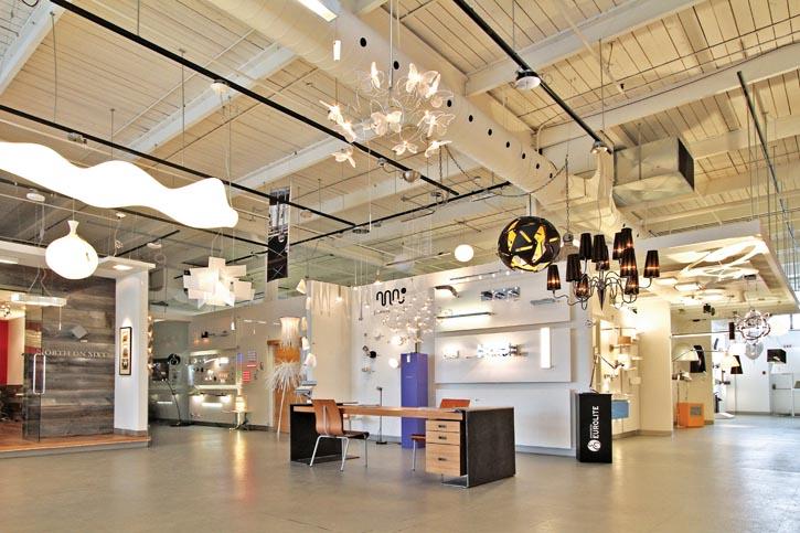 Eurolite燈具店內,來自世界各地和加拿大本地的琳琅滿目的燈具產品。