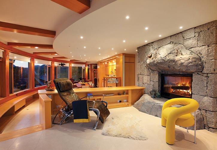 房主將自己這棟在Howe Sound備受矚目,經設計師Fook Weng Chan精心打造的豪宅命名為Kulangsu別墅。