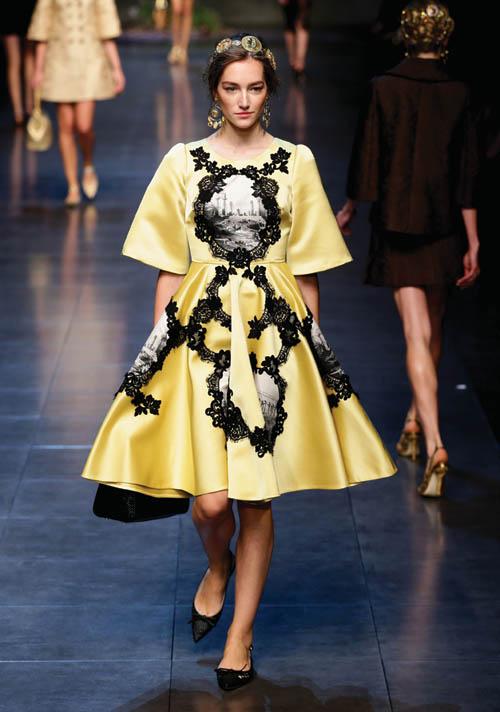 西人模特在米蘭時裝週上展示杜嘉班納2014春夏系列時裝 Photo by Vittorio Zunino Celotto/Getty Images