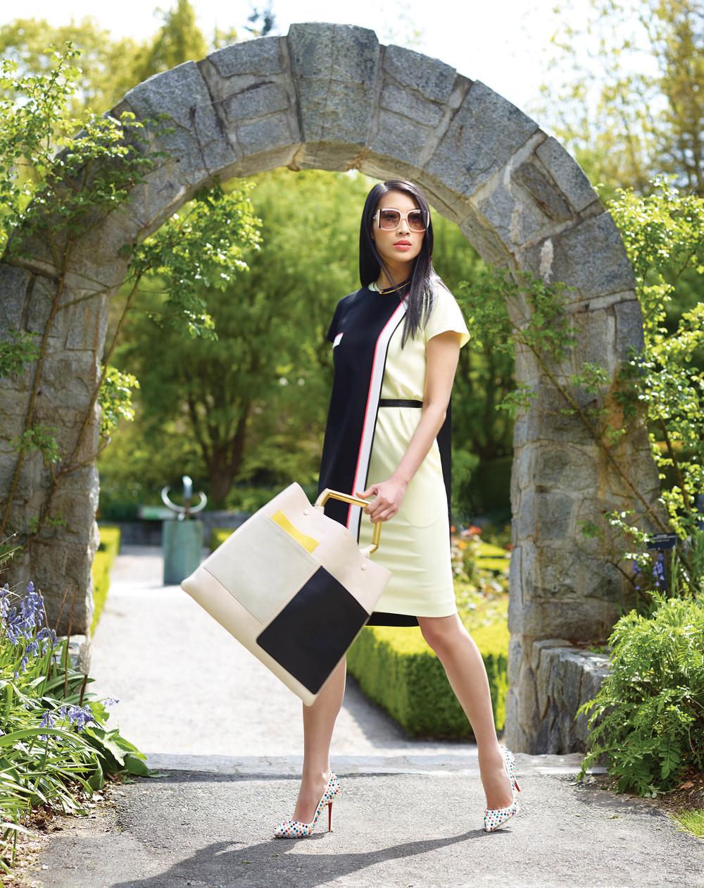 芬迪裙子($1,990)、賽琳包包($2,950)賽琳項鏈($490)、克里斯提.魯布托高跟鞋($1,295)均來自Holt Renfrew。太陽鏡來自菲拉格慕。 拍攝地點:範杜森植物園