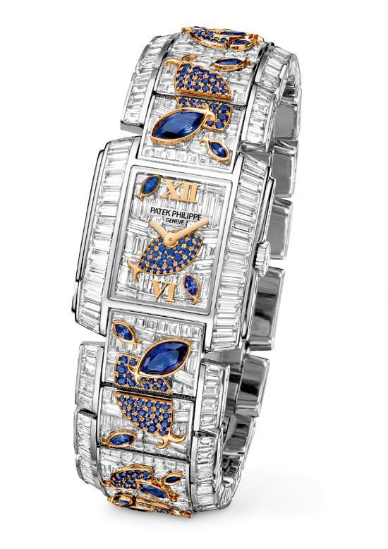 """百達翡麗 Patek Philippe Twenty~4 Haute Joaillerie Ref. 4909/110 """"Aquatic Life"""" 使用1,937顆鑽石和藍寶石打造出充滿詩意的水中世界。錶鏈正面和錶盤上的長形鑽石採用難度最高的隱形鑲嵌工藝,連接成一片晶瑩剔透的鑽石海洋。採用傳統珠鑲、包鑲的藍寶石魚兒在其間游弋。 patek.com, At Brinkhaus Jewellers, 604 689 7055"""