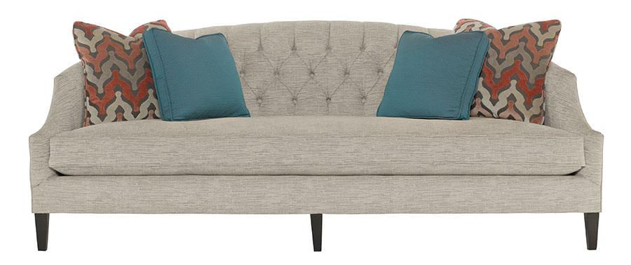 Bernhardt Furniture Diane Sofa, $2,295 灰色的沙發,如一座冬季的遠山般寧靜安詳,菱格紋的靠背舒適又添加了些許視覺變化。 At Paramount Furniture, (604) 273-0155 paramountfurniture.ca