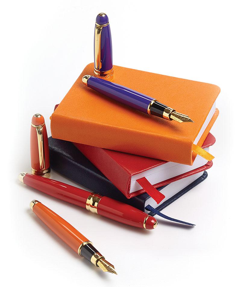 Campo Marzio色彩亮麗、款式簡潔的鋼筆、墨水和皮革封面筆記本。顧客可以在店內選擇不同搭配和包裝,體驗意大利品牌的獨特創意和精致工藝。