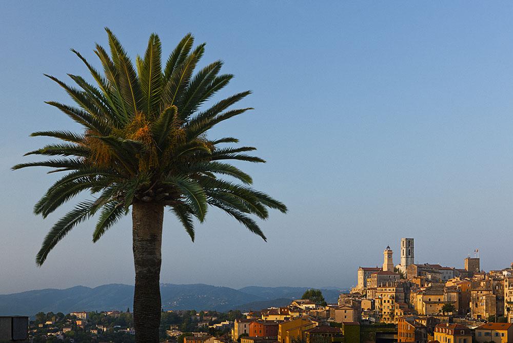 Grasse位於法國南部的群山之間,享受著地中海畔的明媚陽光。