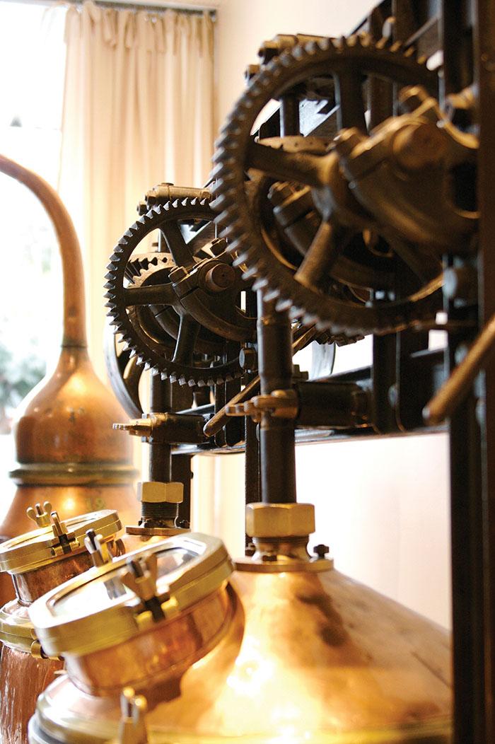 保存在Parfumerie Fragonard的老式蒸餾設備。
