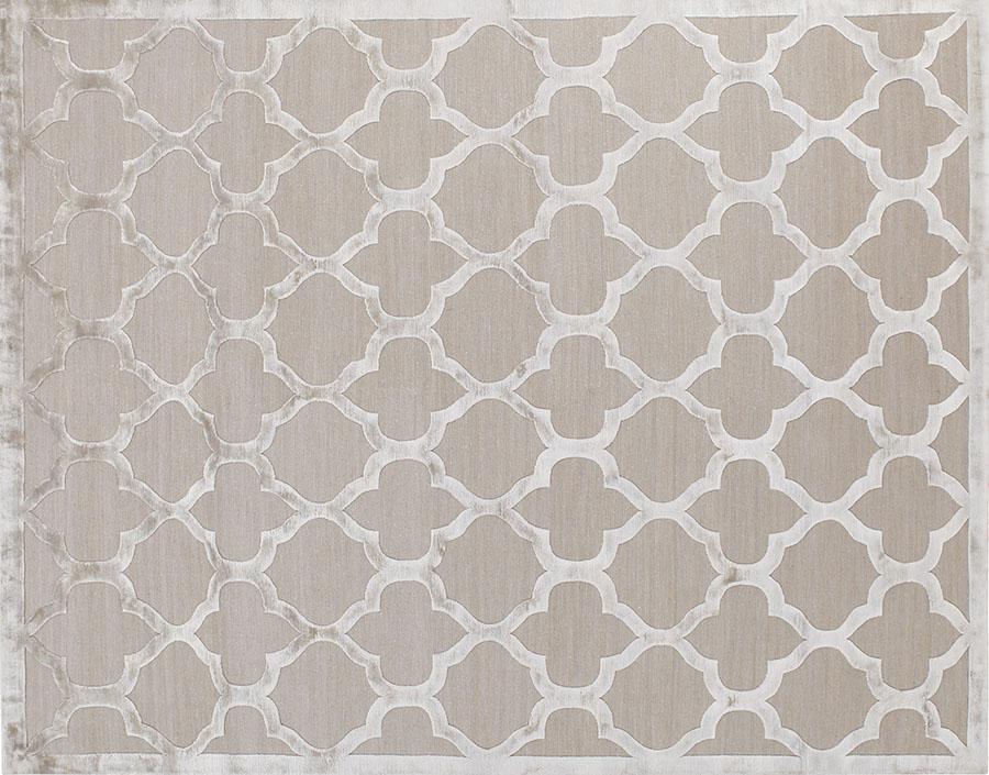Salari Gothic Silver Rug , $11,600 閃亮的真絲懸浮在灰色的羊毛基底之上,用經久不衰的美麗花紋描繪出精緻與典雅。 At Salari, (604) 261-3555  salari.com