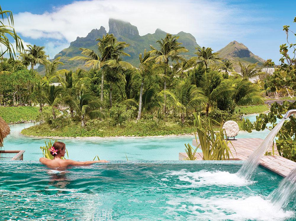 四季酒店的SPA和世外流動泳池將帶來終極放鬆體驗。