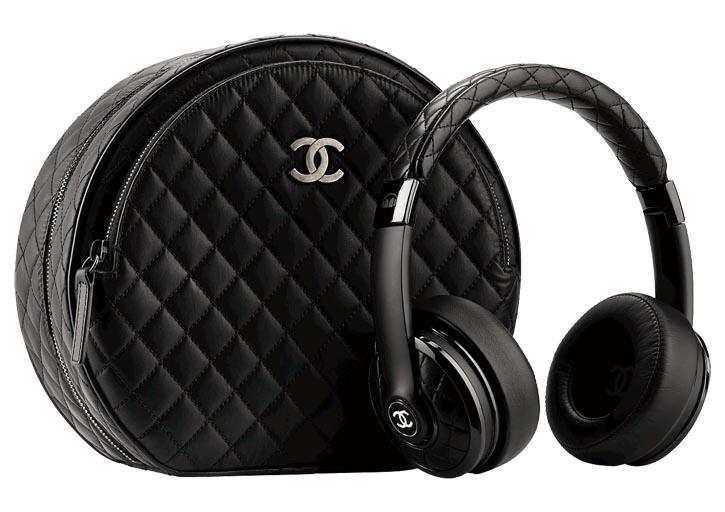 Chanel Black leather headphone with its case 香奈兒黑色皮質耳機  chanel.com