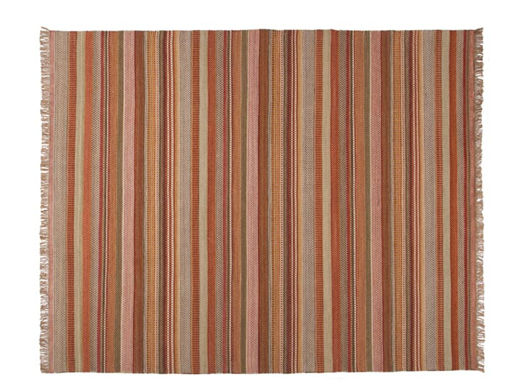 EQ3 Ribbon Rug, $699 100%純羊毛地毯,富於變化的醒目紅色調條紋,足以打破任何沉悶的空間,同時釋放出熱情和暖意。 At EQ3, 604 681 5155 www.eq3.com