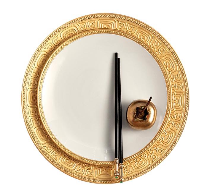 L'OBJET全新「Sous le Ciel」系列中的盤子,以中國漢代文化為設計靈感。