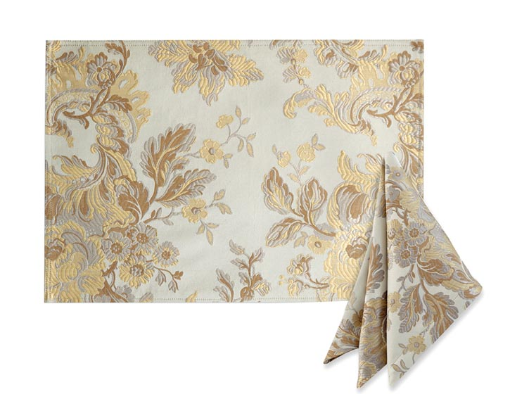 Marcelle Placemat and 2-Pack of Napkins, $41.99 金色提花兩件裝餐巾 At Bed Bath & Beyond,  bedbathandbeyond.ca  ,  604 904 1118
